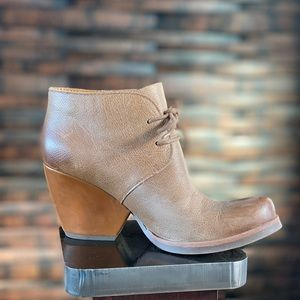 Roll up the jeans and ROCK these ankle boots!